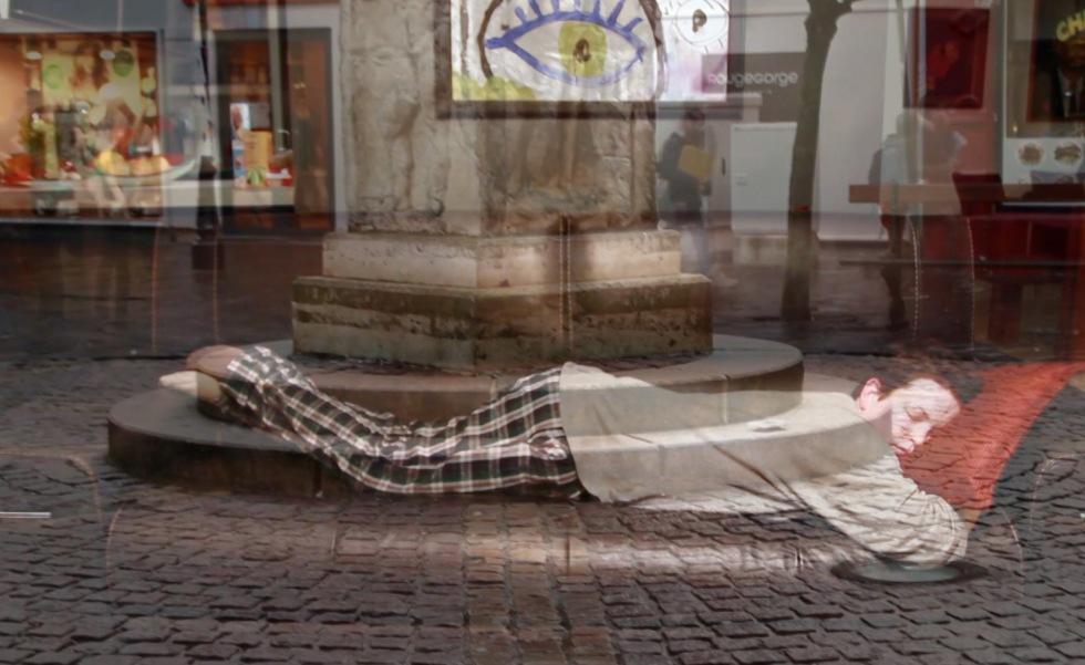 photo_artist_sleeping_on_the_street